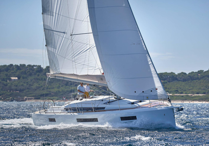 Sun Odyssey 440 - Bareboat chartering in Lavrion